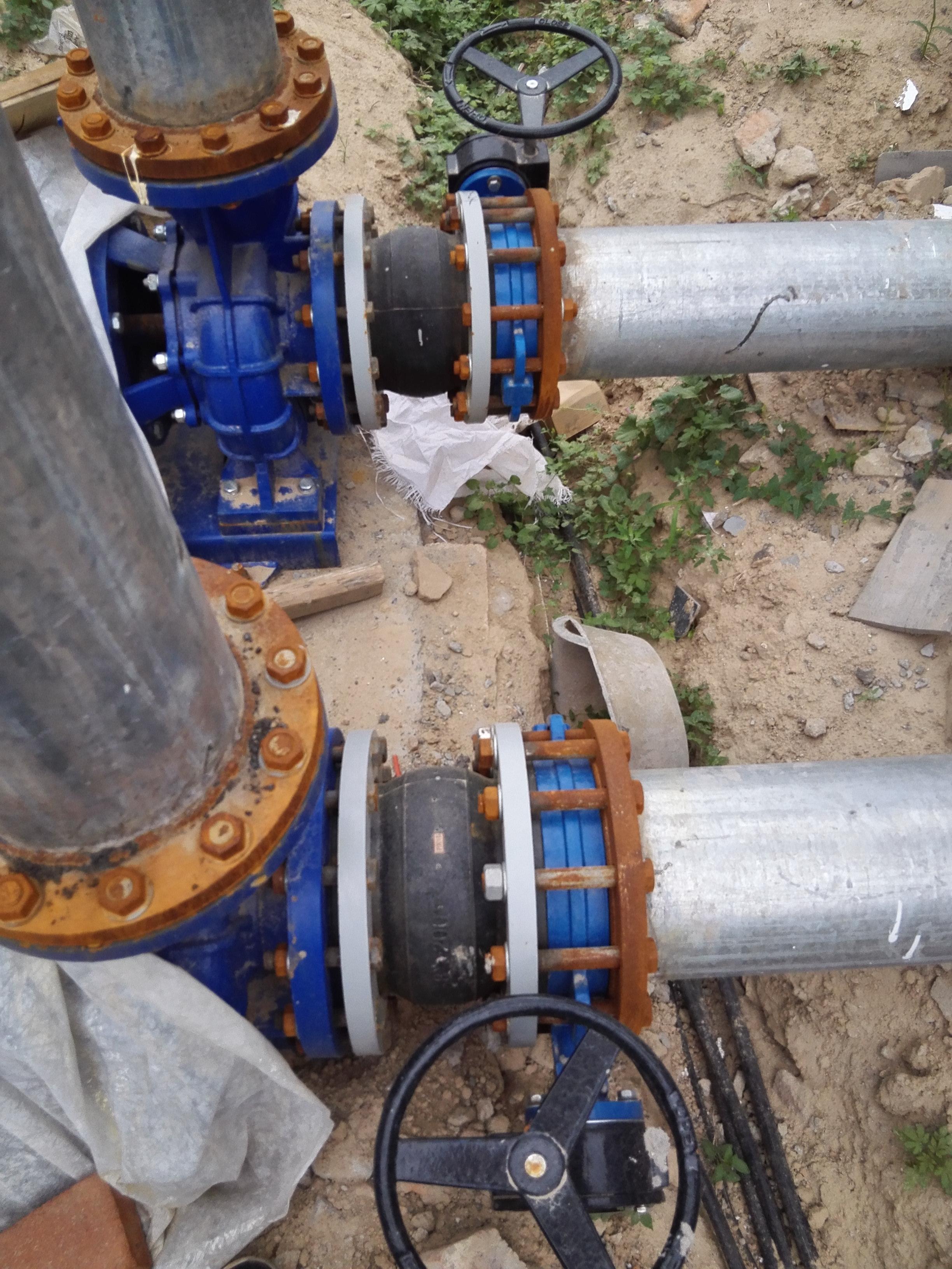 王老吉代加工厂冷却塔管道伸缩器安装现场